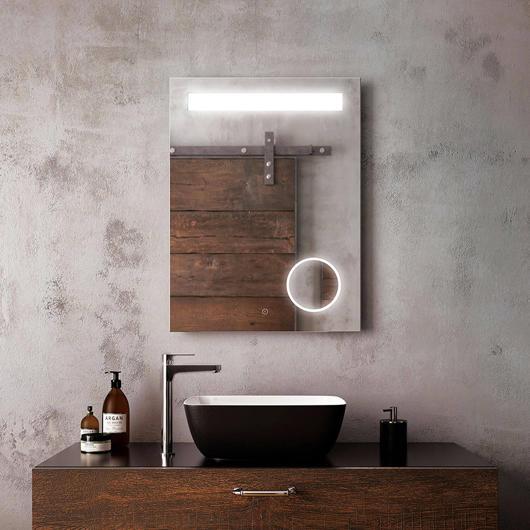 """Miroir à éclairage DEL 24"""" x 32"""" Emblem avec bande givrée horizontale à l'intérieur et miroir grossissant (3X) Kalia"""